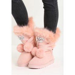 Różowe Śniegowce Ice Queen. Czerwone buty zimowe damskie Born2be, z futra. Za 89,99 zł.