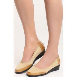 Beżowe Czółenka Ravan. Brązowe buty ślubne damskie Born2be, ze skóry, na niskim obcasie, na koturnie. Za 29,99 zł.