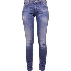 Emporio Armani Jeans Skinny Fit light blue denim. Niebieskie jeansy damskie marki Emporio Armani, z bawełny. W wyprzedaży za 557,40 zł.