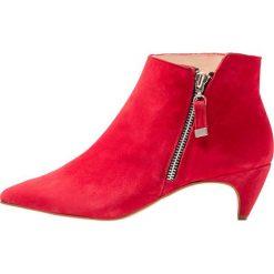 KIOMI Ankle boot red. Czerwone botki damskie na zamek KIOMI, z materiału. Za 379,00 zł.