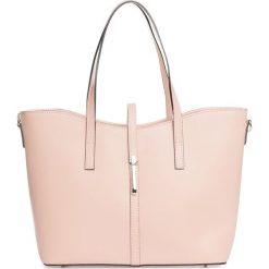 Torebki klasyczne damskie: Skórzana torebka w kolorze jasnoróżowym – 40 x 27 x 14 cm