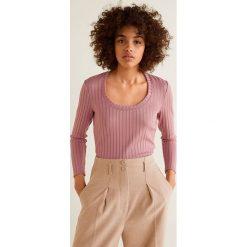 Mango - Bluzka Mecano. Różowe bluzki z odkrytymi ramionami Mango, l, z dzianiny, casualowe, z okrągłym kołnierzem. Za 69,90 zł.