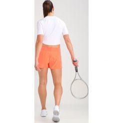Nike Performance Koszulka sportowa white. Białe topy sportowe damskie marki Nike Performance, l, z elastanu. W wyprzedaży za 167,30 zł.