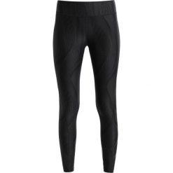2XU MIDRISE COMPRESSION STORAGE Legginsy black/black. Czarne legginsy 2XU, l, z elastanu. W wyprzedaży za 407,20 zł.