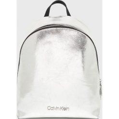 Calvin Klein - Plecak. Szare plecaki damskie marki Calvin Klein, ze skóry ekologicznej. Za 549,90 zł.