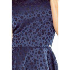 Veronica Sukienka KOŁO - dekolt łódka - ŻAKARD KÓŁECZKA - GRANATOWA. Niebieskie sukienki na komunię numoco, s, z żakardem, z dekoltem w łódkę, rozkloszowane. Za 189,90 zł.