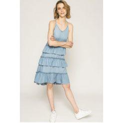 Only - Sukienka. Niebieskie sukienki dzianinowe marki bonprix, z nadrukiem, na ramiączkach. W wyprzedaży za 119,90 zł.