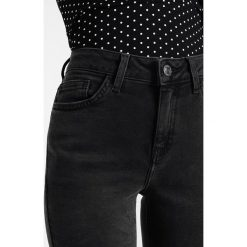 New Look Petite PETITE EX WASHED POCKET FRAY Jeans Skinny Fit black. Czarne boyfriendy damskie New Look Petite, petite. Za 139,00 zł.