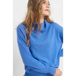 Sweter z kaszmirem i jedwabiem. Niebieskie golfy damskie marki Orsay, s, w jednolite wzory, z dzianiny. W wyprzedaży za 90,00 zł.