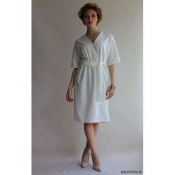 Sukienka CLASSY SUMMER SHORT WHITE. Białe sukienki balowe Pakamera, na lato, z klasycznym kołnierzykiem, z krótkim rękawem, midi. Za 360,00 zł.