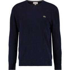 Lacoste Sweter marine. Szare kardigany męskie marki Lacoste, z bawełny. W wyprzedaży za 343,20 zł.