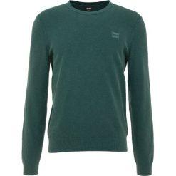 BOSS CASUAL KALASSY Sweter dark green. Zielone swetry klasyczne męskie BOSS Casual, m, z bawełny. Za 579,00 zł.