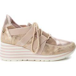 Sneakersy w kolorze cielistym na koturnie. Czerwone buty ślubne damskie Xti, na niskim obcasie, na koturnie. W wyprzedaży za 130,95 zł.