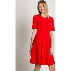 1603b13670 Sukienka koktajlowa czerwona elegancka - Sukienki damskie koktajlowe ...