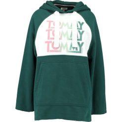 Bluzy damskie: Tommy Jeans OVERSIZED HOODIE Bluza z kapturem sea moss / bright white