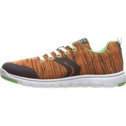 """Sneakersy """"Xunday"""" w kolorze pomarańczowym. Niebieskie trampki chłopięce marki geox kids, z gumy. W wyprzedaży za 129,95 zł."""
