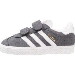 Adidas Originals GAZELLE Tenisówki i Trampki  dgh solid grey/footwear white. Szare trampki chłopięce marki adidas Originals, z materiału. Za 229,00 zł.