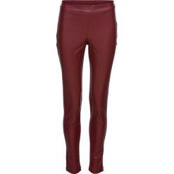 Legginsy z powłoką z poliuretanu bonprix czerwony kasztanowy. Czerwone legginsy skórzane bonprix. Za 99,99 zł.
