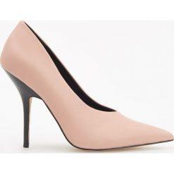 Beżowe czółenka na wysokim obcasie - Różowy. Białe buty ślubne damskie marki Reserved, na wysokim obcasie. Za 159,99 zł.