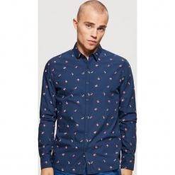 Koszula z motywem świątecznym - Granatowy. Niebieskie koszule męskie na spinki Cropp, l. Za 69,99 zł.