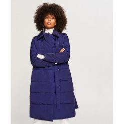Pikowany płaszcz - Niebieski. Białe płaszcze damskie marki Reserved, l, z dzianiny. Za 299,99 zł.