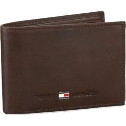 Duży Portfel Męski TOMMY HILFIGER - Johnson Mini CC Flap AM0AM00662 041. Brązowe portfele męskie TOMMY HILFIGER, z nubiku. Za 249,00 zł.