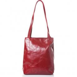 Skórzana torebka w kolorze czerwonym - 31 x 35 x 10 cm. Czerwone torebki klasyczne damskie I MEDICI FIRENZE, w paski, z materiału. W wyprzedaży za 478,95 zł.