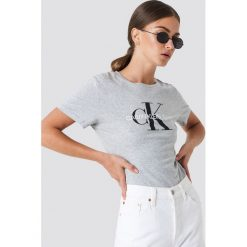 Calvin Klein T-shirt Core Monogram Logo - Grey. Szare t-shirty damskie marki Calvin Klein, z klasycznym kołnierzykiem. Za 202,95 zł.