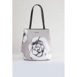 Torebki klasyczne damskie: Torebka z kwiatowym printem II