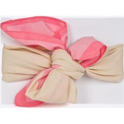 Pieces - Apaszka. Różowe apaszki damskie Pieces, z poliesteru. W wyprzedaży za 24,90 zł.