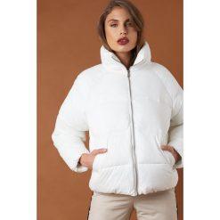 NA-KD Trend Krótka kurtka puchowa - White. Szare kurtki damskie puchowe marki WED'ZE, m, z materiału. Za 364,95 zł.