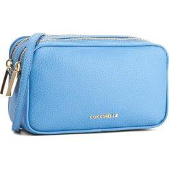 Torebka COCCINELLE - BH0 Surya Bubble E1 BH0 55 01 01 Azur 021. Niebieskie listonoszki damskie Coccinelle, w ażurowe wzory, ze skóry. W wyprzedaży za 809,00 zł.