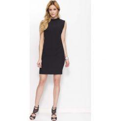 Sukienki: Czarna Klasyczna Sukienka z Wycięciem na Plecach
