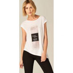 Koszulka z nadrukiem - Biały. Białe t-shirty damskie marki Mohito, l, z nadrukiem. Za 59,99 zł.