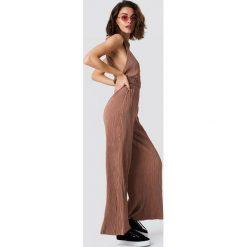 Spodnie damskie: NA-KD Trend Szerokie spodnie - Pink