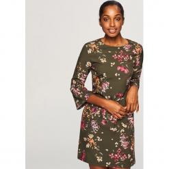 Sukienka w kwiaty - Brązowy. Brązowe sukienki Reserved, w kwiaty. Za 139,99 zł.