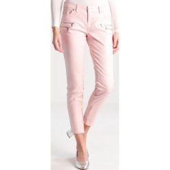 Morgan Jeansy Slim fit nude. Szare jeansy damskie marki Morgan, z bawełny. W wyprzedaży za 213,85 zł.