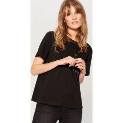 Koszulka z kontrastowymi przeszyciami - Czarny. Brązowe t-shirty damskie marki Mohito, m. Za 39,99 zł.