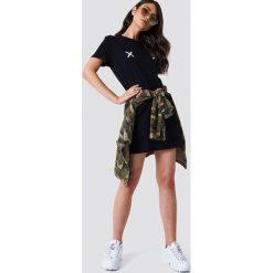 NA-KD Sukienka T-shirt Double X - Black. Czarne sukienki mini marki NA-KD, z krótkim rękawem. Za 80,95 zł.