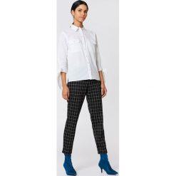 Rut&Circle Koszula z kieszonkami Nicole - White. Białe koszule wiązane damskie marki Rut&Circle, z długim rękawem. Za 121,95 zł.