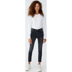 Jeansy skinny fit petite. Szare jeansy damskie relaxed fit Pull&Bear, z jeansu. Za 79,90 zł.