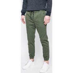 Tommy Jeans - Spodnie. Szare jeansy męskie z dziurami Tommy Jeans, z bawełny. W wyprzedaży za 299,90 zł.