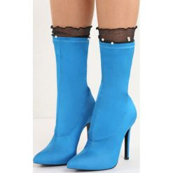 Niebieskie Botki Burlesque. Niebieskie botki damskie marki Born2be, z satyny, ze szpiczastym noskiem, na wysokim obcasie, na szpilce. Za 89,99 zł.