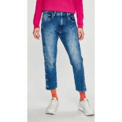 Pepe Jeans - Jeansy Brigade Track. Niebieskie jeansy damskie Pepe Jeans, z obniżonym stanem. W wyprzedaży za 349,90 zł.