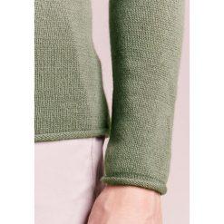 Swetry klasyczne męskie: FTC Cashmere Sweter green smoke