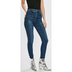 Guess Jeans - Jeansy. Niebieskie jeansy damskie Guess Jeans, z aplikacjami, z bawełny, z podwyższonym stanem. Za 459,90 zł.