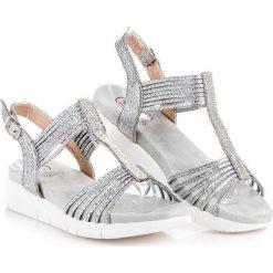 Sandały z kryształkami KYLIE odcienie szarości i srebra. Białe sandały damskie marki KYLIE. Za 89,90 zł.