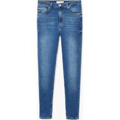 Mango - Jeansy Andrea2. Niebieskie jeansy damskie marki Mango, z aplikacjami, z bawełny. W wyprzedaży za 119,90 zł.