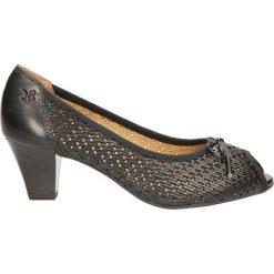 CZÓŁENKA CAPRICE 9-29301-. Szare buty ślubne damskie Casu, na koturnie. Za 259,99 zł.