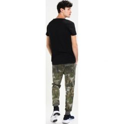T-shirty męskie z nadrukiem: Tigha SKRIBBLELOGO Tshirt z nadrukiem black/white